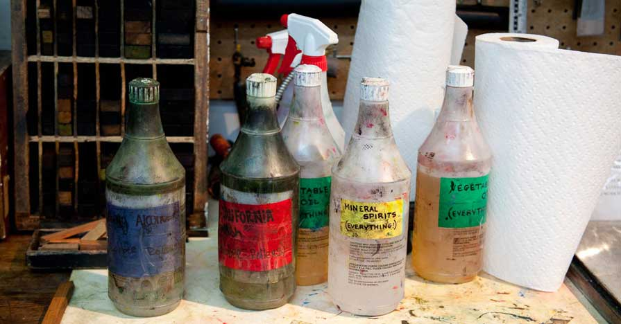 Paint Garage Chemicals Oil Cleaner