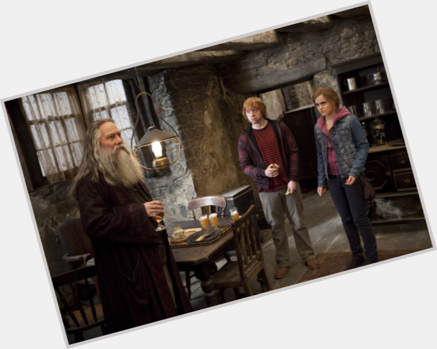 "<a href=""/hot-men/aberforth-dumbledore/where-dating-news-photos"">Aberforth Dumbledore</a> Average body,  grey hair & hairstyles"