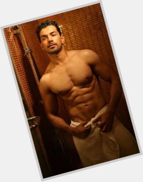 "<a href=""/hot-men/abhinav-shukla/where-dating-news-photos"">Abhinav Shukla</a> Slim body,  black hair & hairstyles"