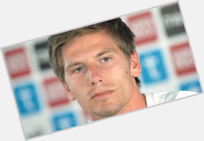 "<a href=""/hot-men/adrien-silva/where-dating-news-photos"">Adrien Silva</a> Athletic body,  light brown hair & hairstyles"