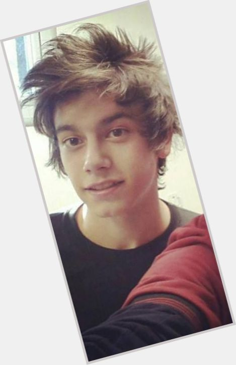 "<a href=""/hot-men/agustin-bernasconi/where-dating-news-photos"">Agustin Bernasconi</a> Average body,  light brown hair & hairstyles"