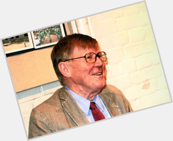 "<a href=""/hot-men/alan-bennett/where-dating-news-photos"">Alan Bennett</a> Average body,  light brown hair & hairstyles"