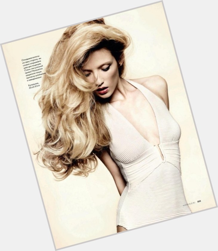 "<a href=""/hot-women/alek-alexeyeva/where-dating-news-photos"">Alek Alexeyeva</a> Slim body,  blonde hair & hairstyles"