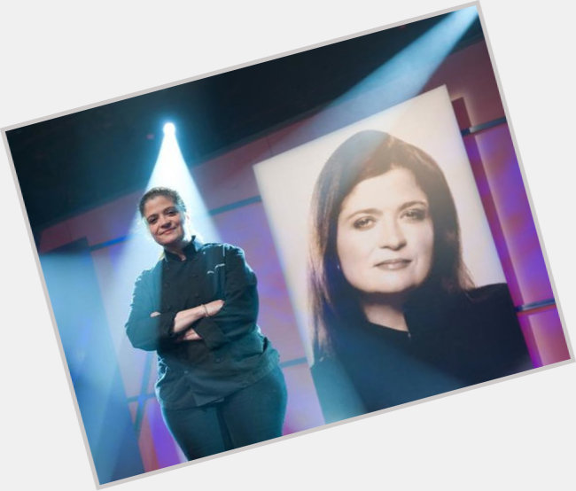 "<a href=""/hot-women/alex-guarnaschelli/where-dating-news-photos"">Alex Guarnaschelli</a> Average body,  dark brown hair & hairstyles"