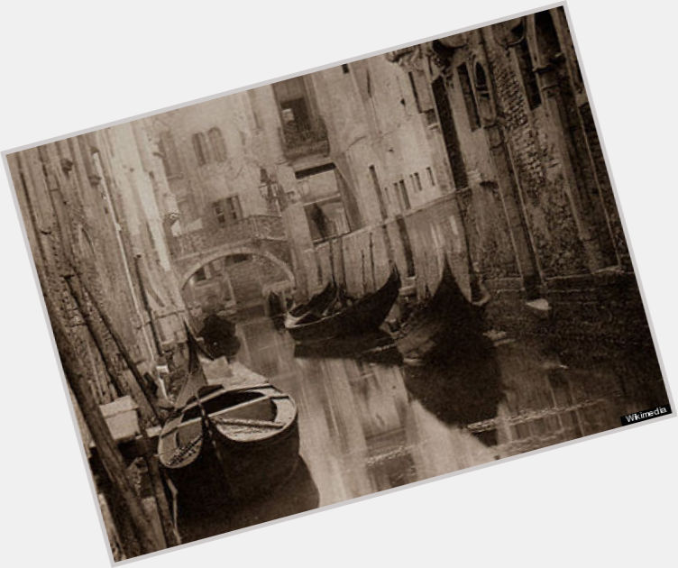 Alfred Stieglitz full body 4.jpg
