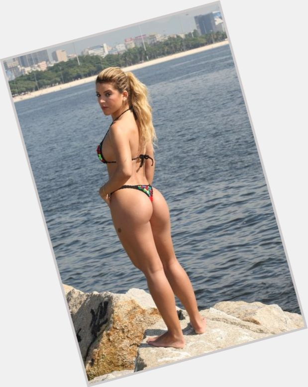 Alinne Rosa sexy 6.jpg