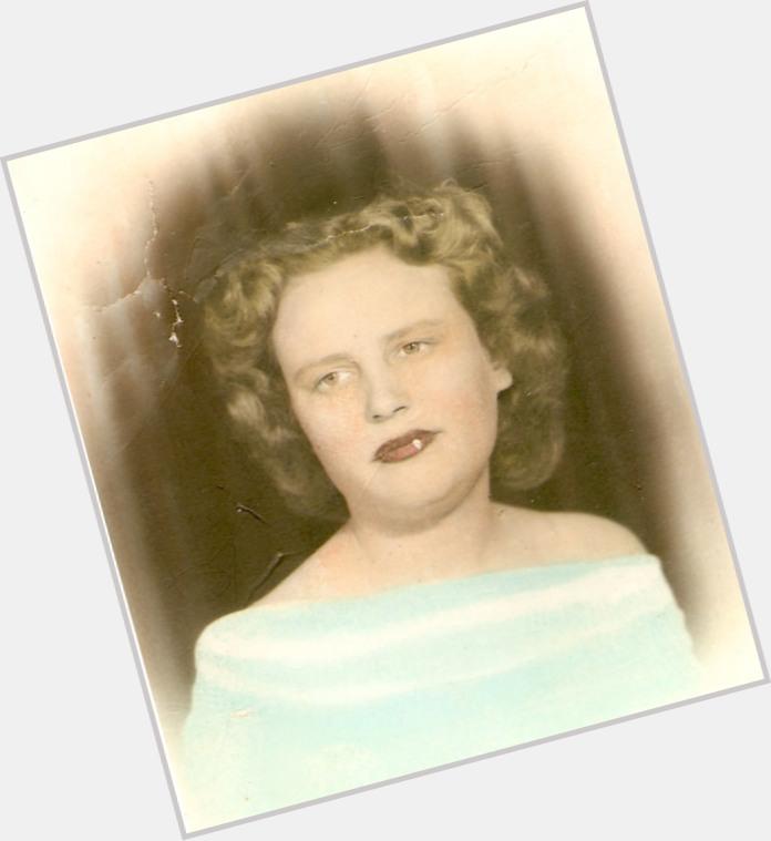 "<a href=""/hot-women/alma-johnson/where-dating-news-photos"">Alma Johnson</a> Average body,  dark brown hair & hairstyles"