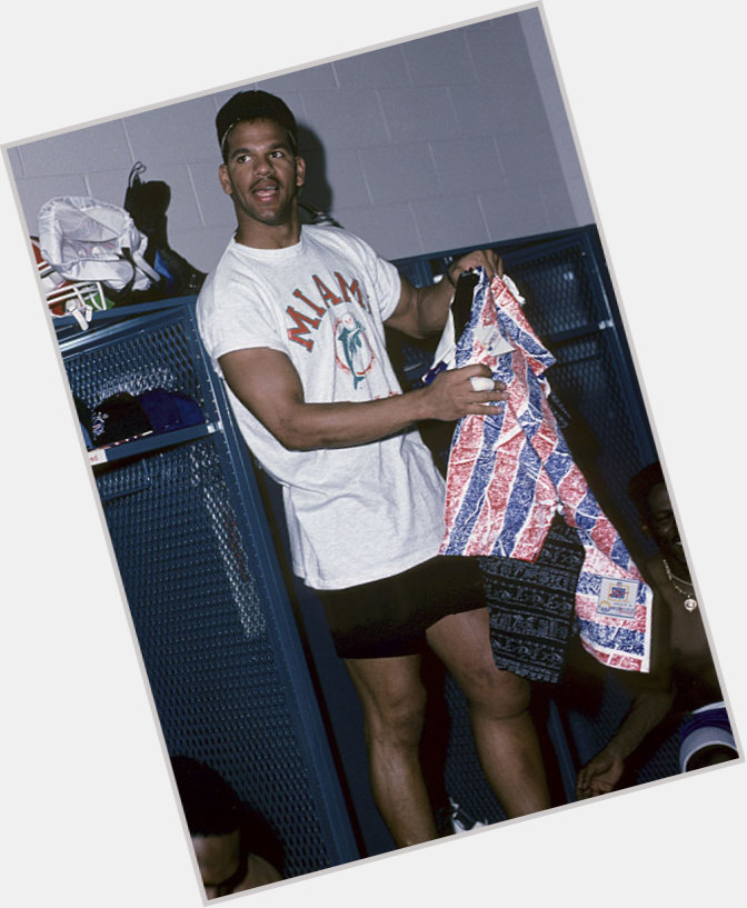 """<a href=""""/hot-men/andre-reed/where-dating-news-photos"""">Andre Reed</a> Athletic body,  dark brown hair & hairstyles"""