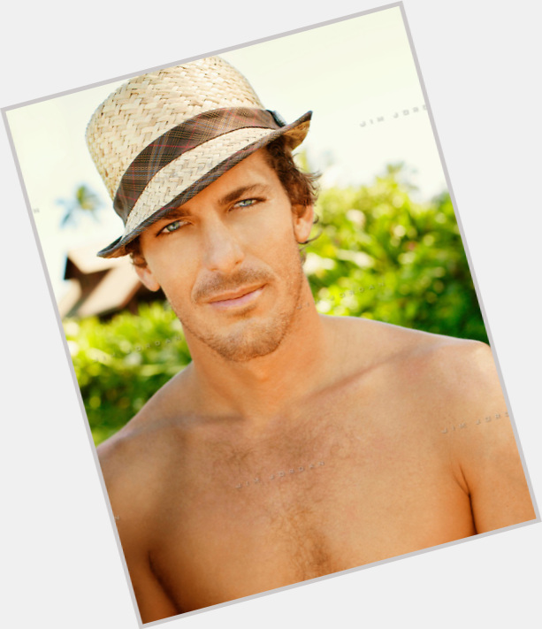 "<a href=""/hot-men/andy-irons/where-dating-news-photos"">Andy Irons</a> Athletic body,  dark brown hair & hairstyles"