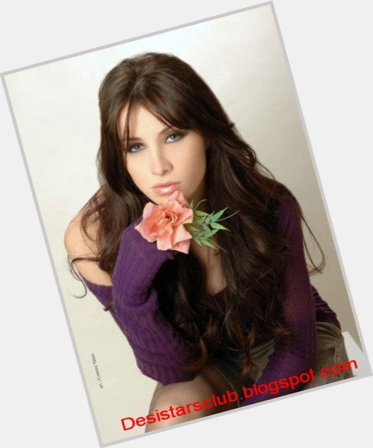 Annabella Hilal full body 4.jpg