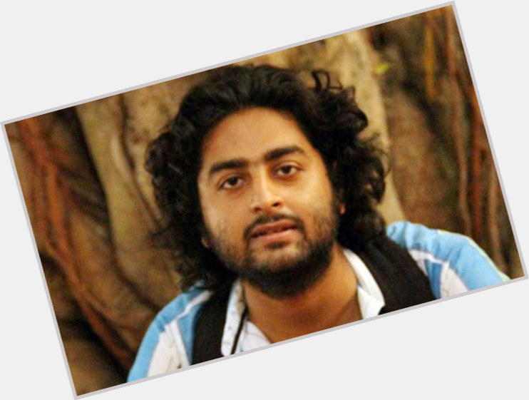 "<a href=""/hot-men/arijit-singh/where-dating-news-photos"">Arijit Singh</a> Slim body,  black hair & hairstyles"