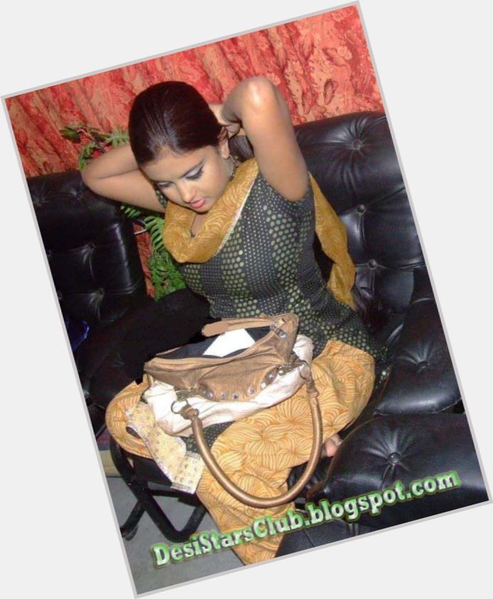"<a href=""/hot-women/ayesha-siddiqui/where-dating-news-photos"">Ayesha Siddiqui</a> Average body,  dark brown hair & hairstyles"