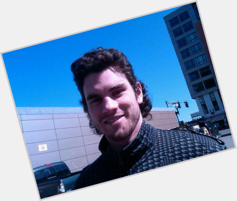 adam mcquaid new hairstyles 1.jpg