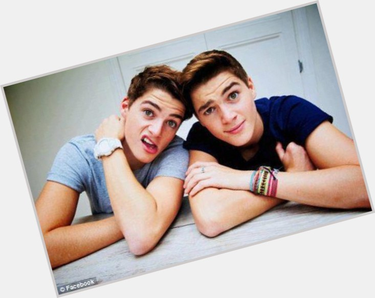 """<a href=""""/hot-men/andy-harries/is-he-rich-tall"""">Andy Harries</a> Average body,  light brown hair & hairstyles"""