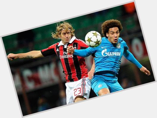 "<a href=""/hot-men/axel-witsel/is-he-black-good-any-much-worth-hoe"">Axel Witsel</a> Athletic body,  dark brown hair & hairstyles"