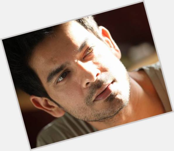 "<a href=""/hot-men/keith-sequeira/is-he-married"">Keith Sequeira</a> Slim body,  black hair & hairstyles"
