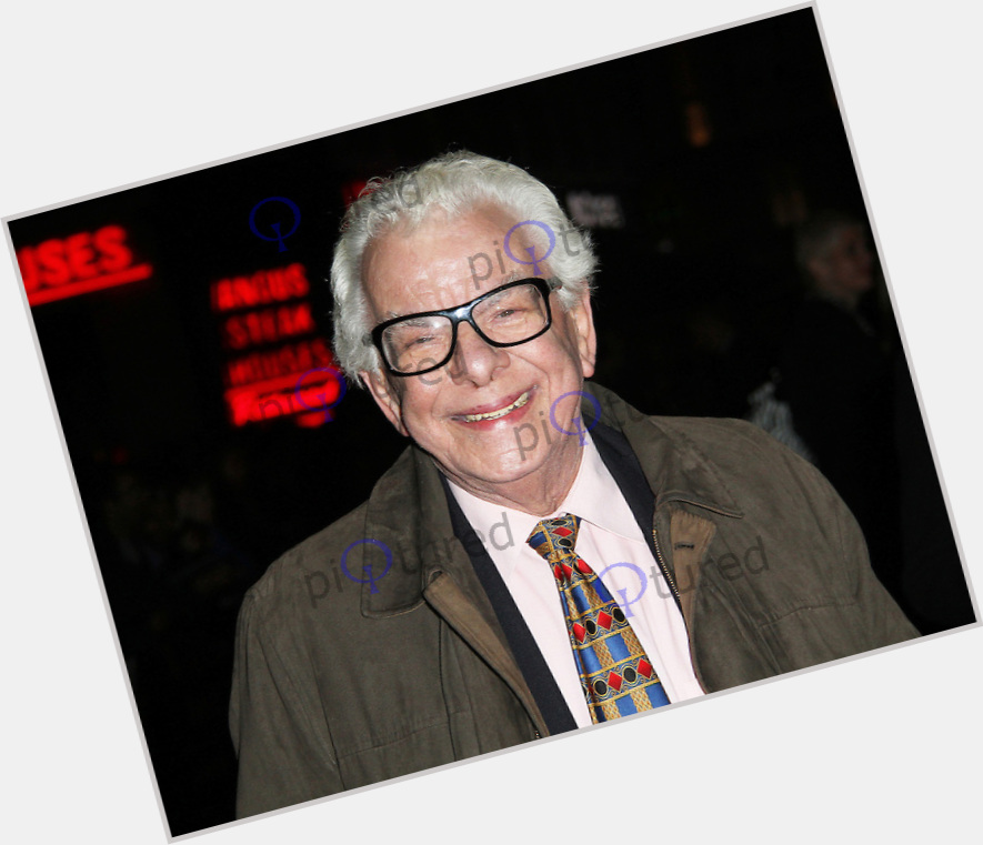"<a href=""/hot-men/barry-cryer/where-dating-news-photos"">Barry Cryer</a> Average body,  grey hair & hairstyles"