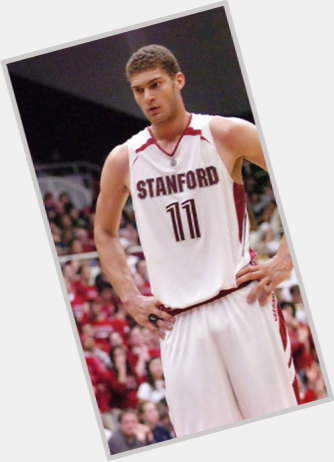 "<a href=""/hot-men/brook-lopez/where-dating-news-photos"">Brook Lopez</a> Athletic body,  light brown hair & hairstyles"