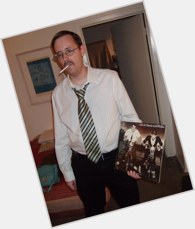Http://fanpagepress.net/m/B/Bun E Carlos Hairstyle 4