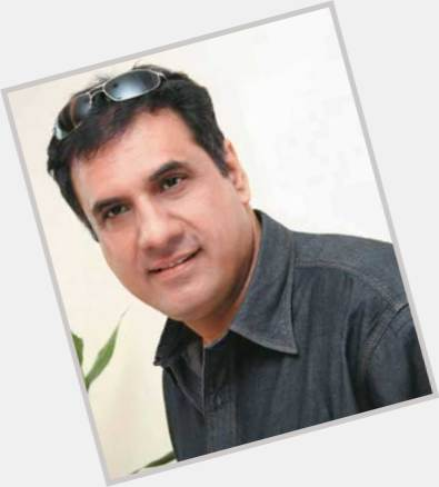 "<a href=""/hot-men/boman-irani/is-he-related-honey-sanaya-married-iranis-son"">Boman Irani</a> Average body,  dark brown hair & hairstyles"