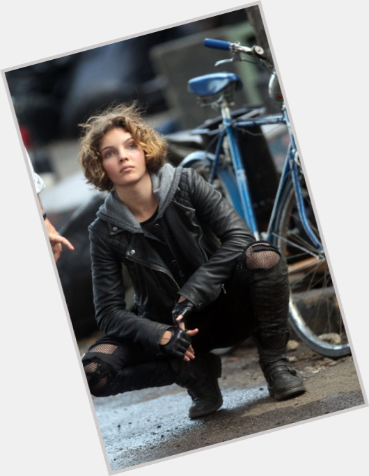 Camren Bicondova exclusive hot pic 7