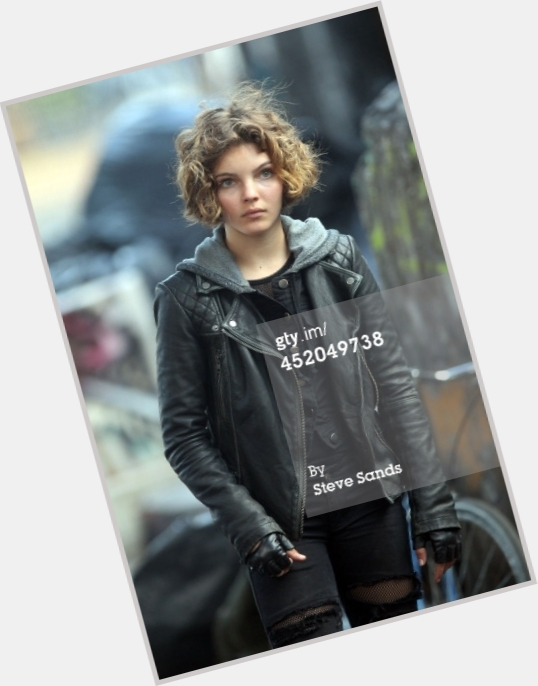 Camren Bicondova full body 4