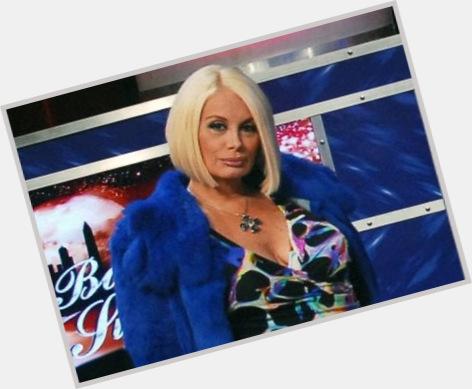 "<a href=""/hot-women/carmen-barbieri/where-dating-news-photos"">Carmen Barbieri</a> Average body,  dyed blonde hair & hairstyles"