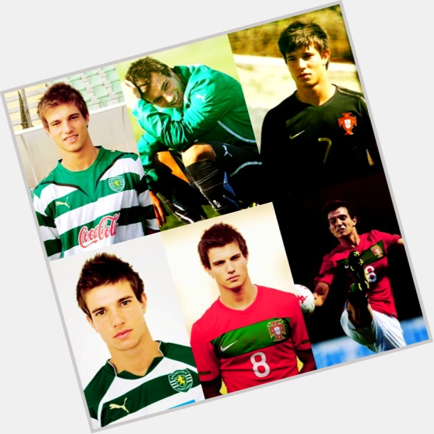 "<a href=""/hot-men/cedric-soares/where-dating-news-photos"">Cedric Soares</a> Athletic body,  dark brown hair & hairstyles"