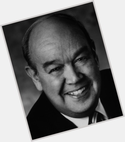 "<a href=""/hot-men/charles-kuralt/where-dating-news-photos"">Charles Kuralt</a> Average body,  salt and pepper hair & hairstyles"