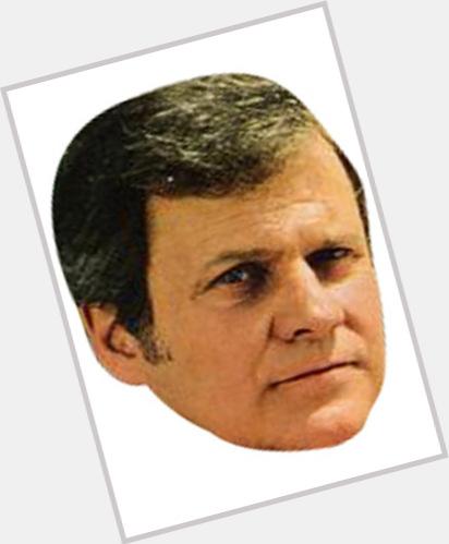"<a href=""/hot-men/cliff-barnes/where-dating-news-photos"">Cliff Barnes</a> Average body,  grey hair & hairstyles"