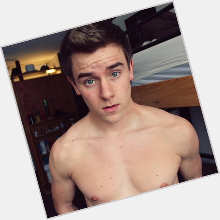 "<a href=""/hot-men/connor-franta/is-he-bi-depressed-leaving-o2l-writing-book"">Connor Franta</a> Athletic body,  light brown hair & hairstyles"
