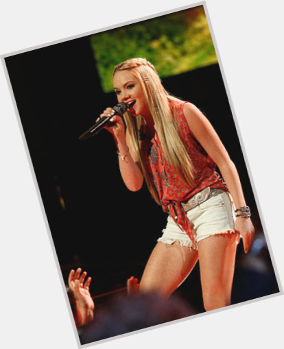 "<a href=""/hot-women/danielle-bradbery/where-dating-news-photos"">Danielle Bradbery</a> Average body,  blonde hair & hairstyles"