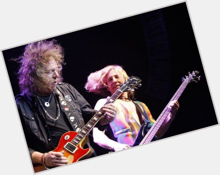 "<a href=""/hot-men/dave-meniketti/where-dating-news-photos"">Dave Meniketti</a> Average body,"