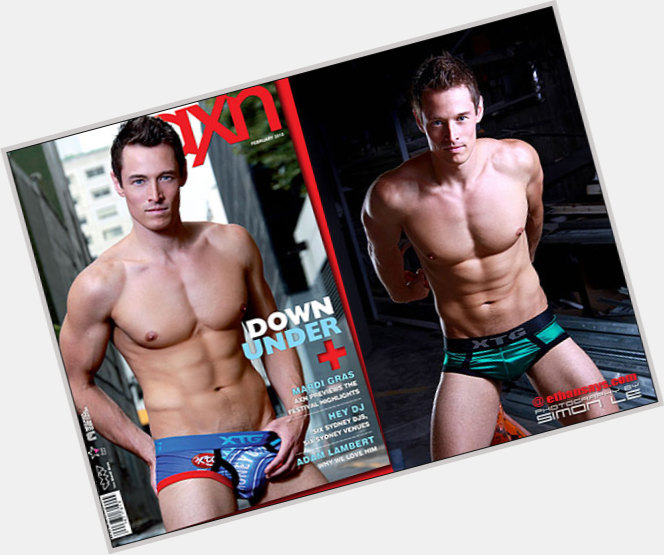 "<a href=""/hot-men/davey-wavey/where-dating-news-photos"">Davey Wavey</a> Bodybuilder body,  dark brown hair & hairstyles"
