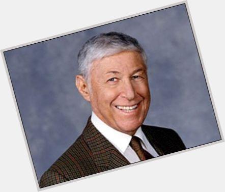 "<a href=""/hot-men/don-hewitt/where-dating-news-photos"">Don Hewitt</a> Slim body,  grey hair & hairstyles"