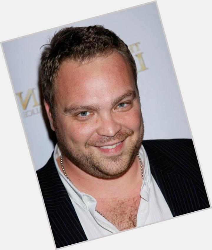 "<a href=""/hot-men/drew-powell/where-dating-news-photos"">Drew Powell</a> Average body,  light brown hair & hairstyles"