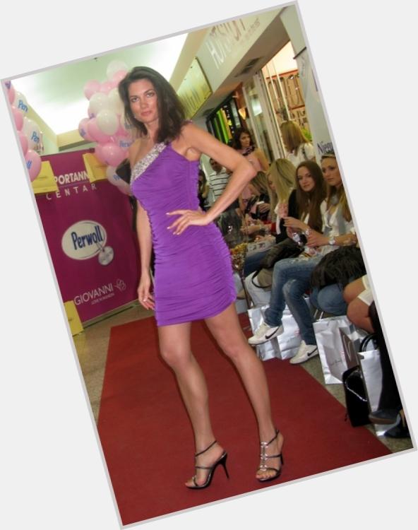 "<a href=""/hot-women/dvina-meler/where-dating-news-photos"">Dvina Meler</a> Slim body,  dark brown hair & hairstyles"