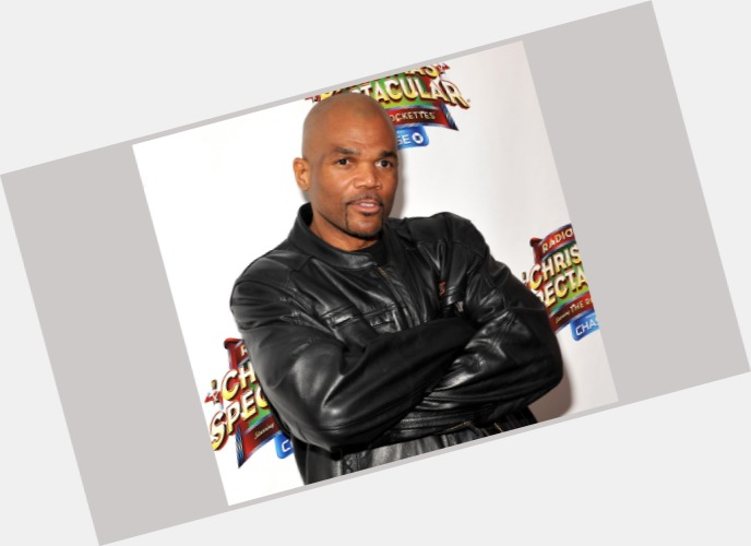 """<a href=""""/hot-men/darryl-mcdaniels/is-he-sick-married-what-doing-now-where"""">Darryl Mcdaniels</a> Average body,  bald hair & hairstyles"""