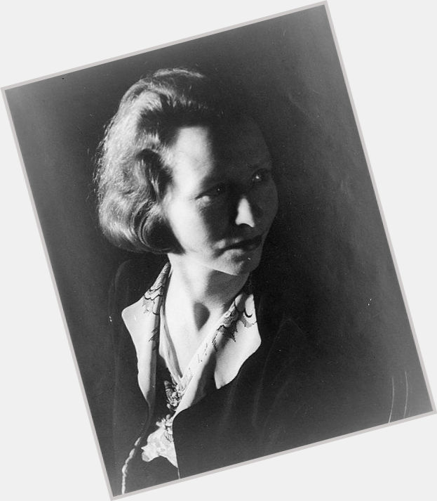 "<a href=""/hot-women/edna-st-vincent-millay/where-dating-news-photos"">Edna St Vincent Millay</a> Slim body,"