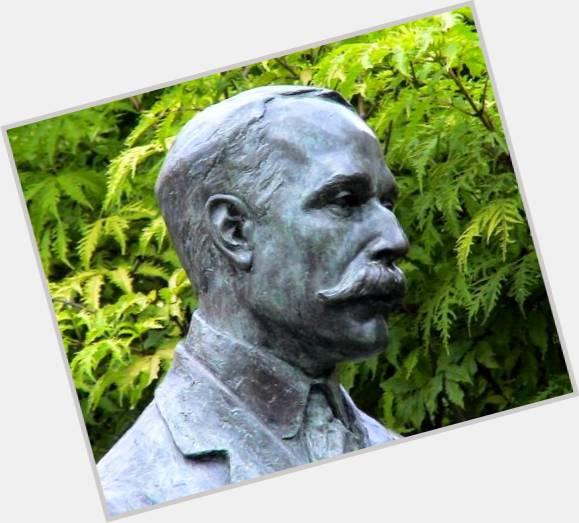 "<a href=""/hot-men/edward-elgar/where-dating-news-photos"">Edward Elgar</a> Average body,  grey hair & hairstyles"