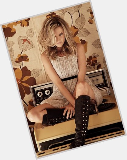 "<a href=""/hot-women/elizabeth-cook/where-dating-news-photos"">Elizabeth Cook</a> Slim body,  blonde hair & hairstyles"