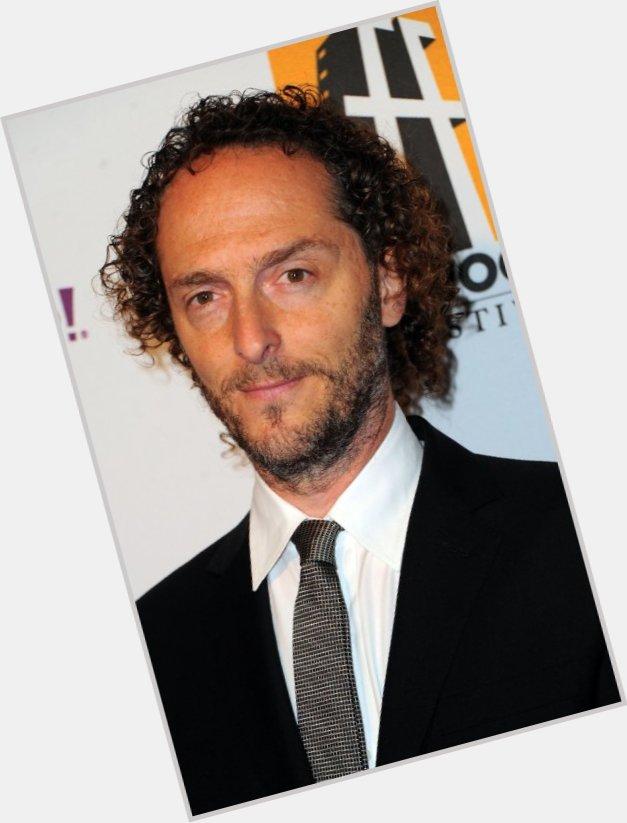 "<a href=""/hot-men/emmanuel-lubezki/where-dating-news-photos"">Emmanuel Lubezki</a> Slim body,  dark brown hair & hairstyles"