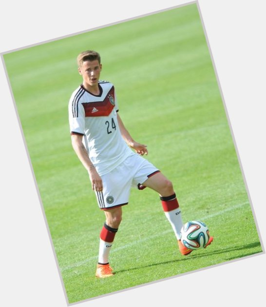 Erik Durm light brown hair & hairstyles Athletic body,