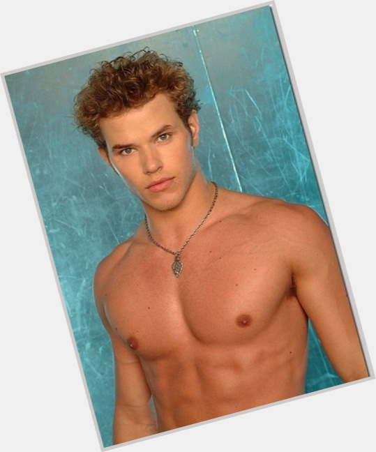"<a href=""/hot-men/emmett-cullen/is-he-what-story-cullens-power-cullens-real"">Emmett Cullen</a> Athletic body,  black hair & hairstyles"