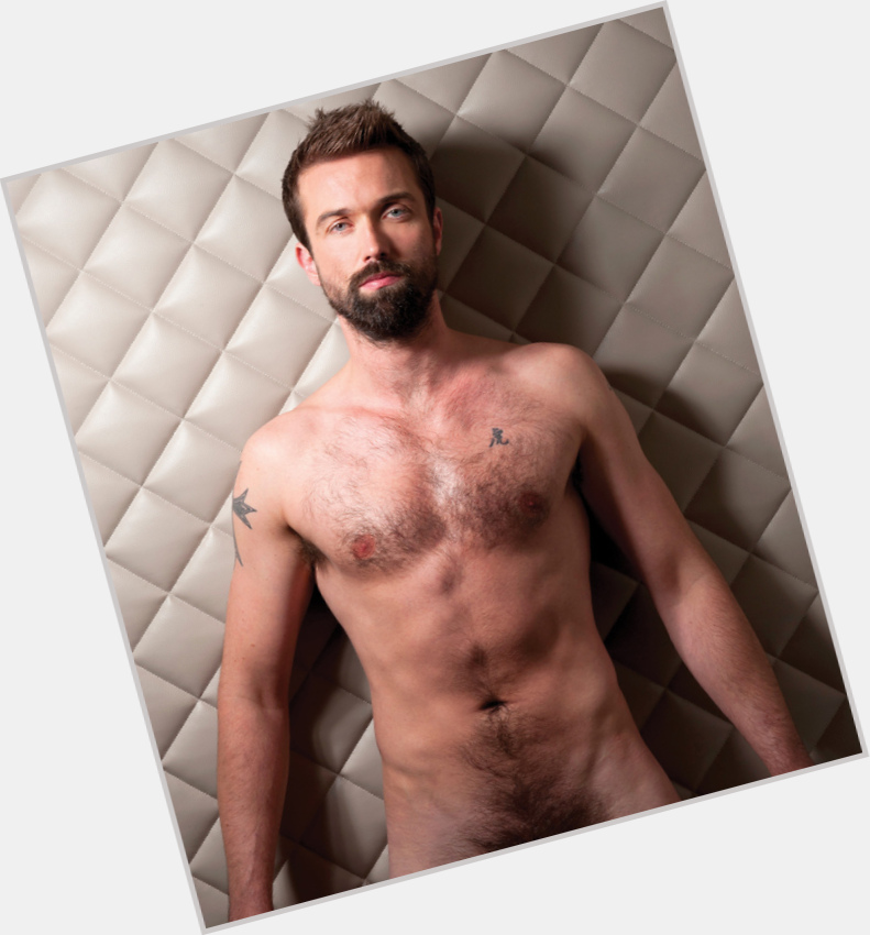 "<a href=""/hot-men/emmett-scanlan/is-he-returning-hollyoaks-still-claire-cooper-married"">Emmett Scanlan</a> Athletic body,  light brown hair & hairstyles"
