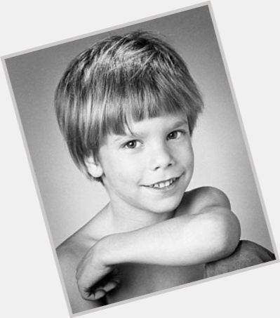 "<a href=""/hot-men/etan-patz/is-he-still-alive-mother-parents-missing-where"">Etan Patz</a> Average body,  light brown hair & hairstyles"