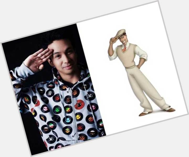 "<a href=""/hot-men/fa-zhou/where-dating-news-photos"">Fa Zhou</a> Slim body,  salt and pepper hair & hairstyles"