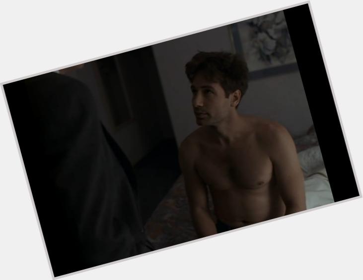"<a href=""/hot-men/fox-mulder/where-dating-news-photos"">Fox Mulder</a> Athletic body,  dark brown hair & hairstyles"