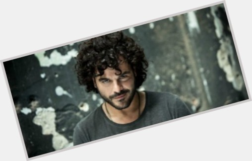 "<a href=""/hot-men/francesco-renga/where-dating-news-photos"">Francesco Renga</a> Average body,  dark brown hair & hairstyles"