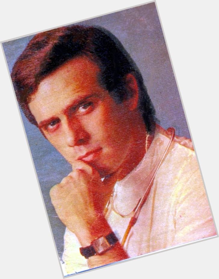 "<a href=""/hot-men/francisco-cuoco/where-dating-news-photos"">Francisco Cuoco</a> Average body,  grey hair & hairstyles"